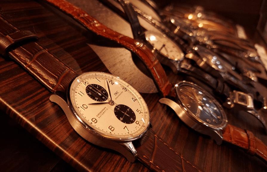 店頭には常時500本以上の豊富な品揃え。時計好きな方には必見です。